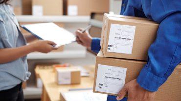 parcel-delivery-service-W986JQL.jpg